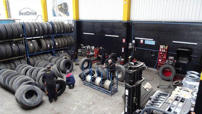 equipo de mecanicos